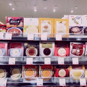 商品棚に並んだ10種類のスープ